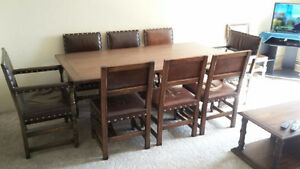 Beautiful solid oak table and oak/leather chairs