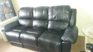 BLACK LEATHER COUCH DOUBLE RECLINER