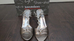 Ladies Pewter Dress Shoes From Town Shoes Size 9