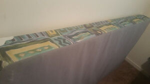 Twin/single boxspring frame nice condition