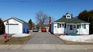 Maison a vendre avec très grand terrain de 20 698.00 pieds carré