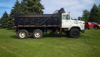 1987 FORD L8000 TANDEM DUMP TRUCK, SOLID VEHICLE, WHITE