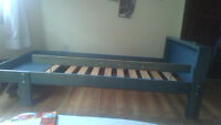 Toddler/Child extendable bed - (College and Lansdowne)