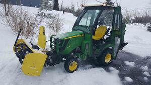 John Deere 1026r TLB tractor