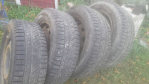 Need gone 225/ 60 r 16 rims and winter tires dodge journey Kawartha Lakes Peterborough Area image 1
