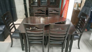 Walnut Dining Room Table & 6 Chairs