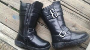 Girl size 6 Boots