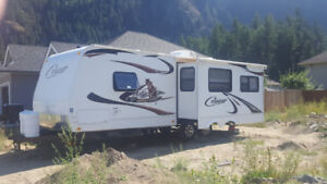2011 Keystone Cougar Trailer. 25ft half-ton series.