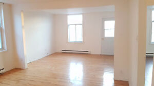 """""""Nice big apartment 2 Closed bedroom 3rd floor For May or June."""