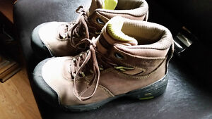 WOMENS WORK BOOTS SIZE 8