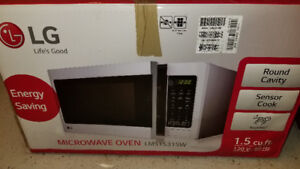 Microwave LG 1.5 cu.ft. counter top white
