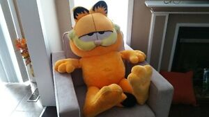 Garfield Huge Stuffed Toy Oakville / Halton Region Toronto (GTA) image 2