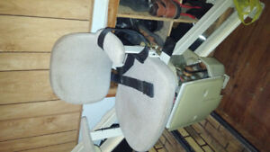 SOLIARA STAIR LIFT RIGHT HAND 24 VOLT AUTOMATIC CHARGING 225.00