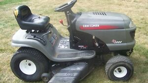 Craftsman LT2000 Riding Mower Lawm Garden Tractor