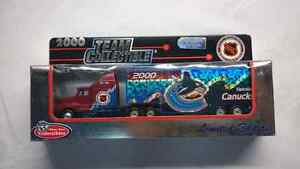 NHL DIECAST COLLECTORS TRUCK VANCOUVER CANUCKS 2000