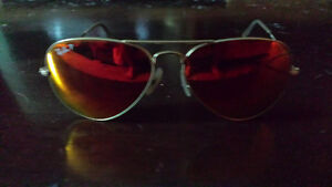 Red ray.ban Aviators