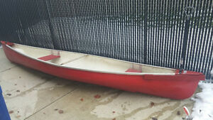 14' Fibre Glass Canoe, Paddles, Trolling Motor & Battery