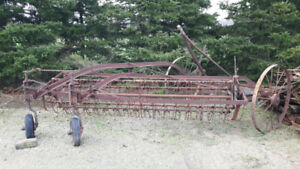 VINTAGE HAY RAKE - GREAT DECORATIVE PIECE