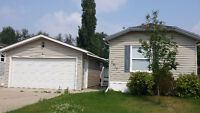 Mobile home in lovely Westview Village with double garage!