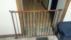 KidCo G2401 Angle Mounted Safeway Baby Safety Gate