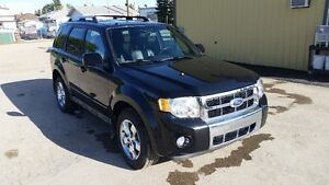 2011 Ford Escape Limited, Heated leather, sunroof, AWD