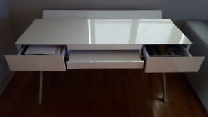 Desk Beautiful Large White Lacquer with stainless steel legs.