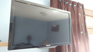 """Philips 32""""  LED-LCD HDTV"""