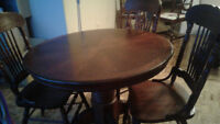 Round Dining Table with Leaf and 3 Chairs
