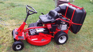 SNAPPER RIDE ON LAWNMOWER 12.5 HP NEXT TO NEW 1500 OBO