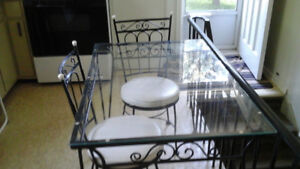 Table-wrought iron