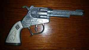 Late 1950s early sixties toy cap gun in excellent condition!!!!!
