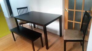 Table, chaises et tabouret à vendre Saguenay Saguenay-Lac-Saint-Jean image 2