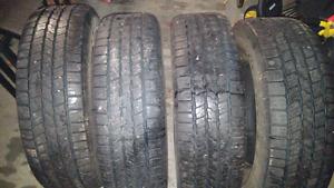 À vendre 4 pneus 4 saisons P265/70/17