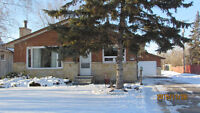 IMMACULATELY KEPT - MOVE IN READY BUNGALOW - SELKIRK, MB!!