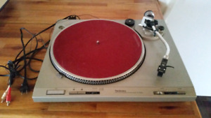 Technics Direct Drive Automatic Turntable System SL-D202 $125OBO