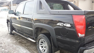 2004 Chevrolet Avalanche 1500 4WD Pickup Truck