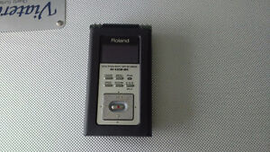 Roland R-09 HR Digital Field Recorder, Case, Stand and Extra's
