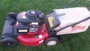 Whites self propelled lawnmower with honda engine