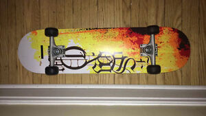 Beautiful Skateboard Lightly Used, Ready to Go!