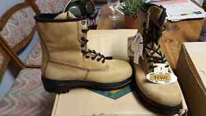 Steel toe boots in box brand new size 7