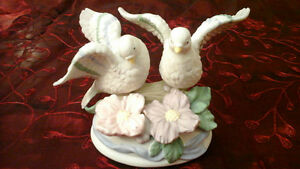 BIRD FIGURINE - PORCELAIN  - MUSICAL