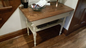 $75 *** Refinished Vintage Side / Hall Table ***