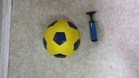 Ballon de soccer Canadian Tire  avec la pompe à air