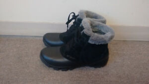 New women Colombia winter shoes (boot) Size 11 USA/ 9 UK-$40 OBO
