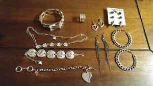 9pieces of GUESS jewlery