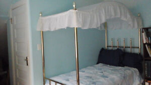 4 poster canopy bed, mattress, boxspring, bedspread & skirt