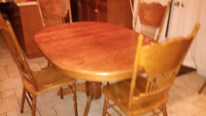 Used Oak solid wood dinning table with 6 chairs - Great deal! Kitchener / Waterloo Kitchener Area image 2