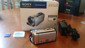 Sony Handycam DCR-SX43 Camcorder Like New