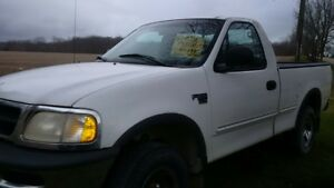 1998 Ford F-150 white Pickup Truck