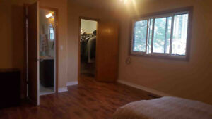 ROOM FOR RENT near by Square one and Sheridan college Mississaug